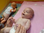 2 miesięczna Amelka nawet próbowała powiedzieć jak bardzo masaż się jej podobał